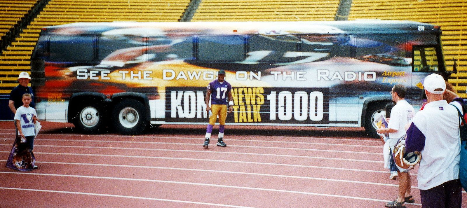 Full bus wrap for KOMO and the UW Huskies